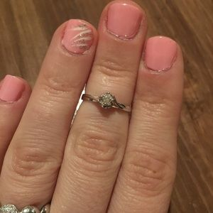 Jewelry - 18kw Diamond Ring